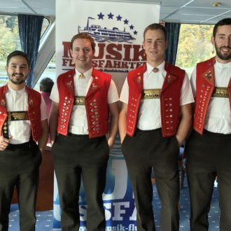 Vergnügliche Musik-Flussfahrt auf der Donau :D